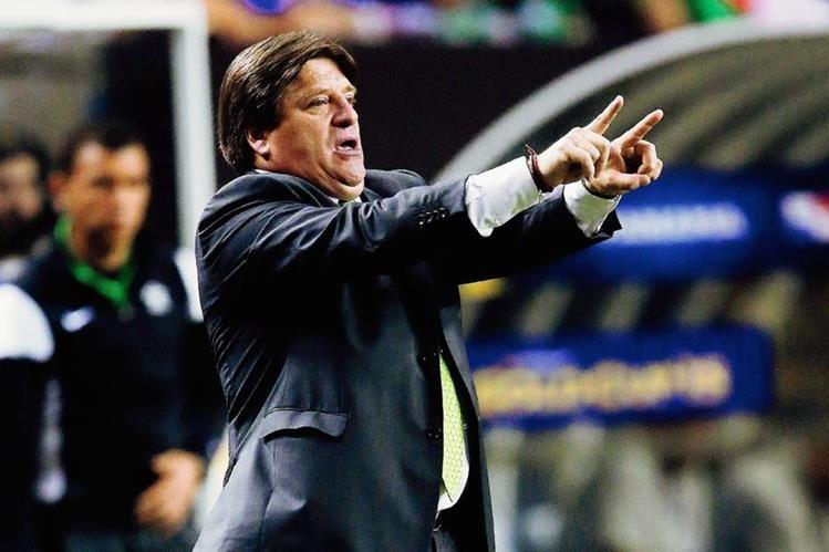 Miguel Herrera admite que no fue su culpa el ser favorecidos por el árbitro. (Foto Prensa LIbre: AP)