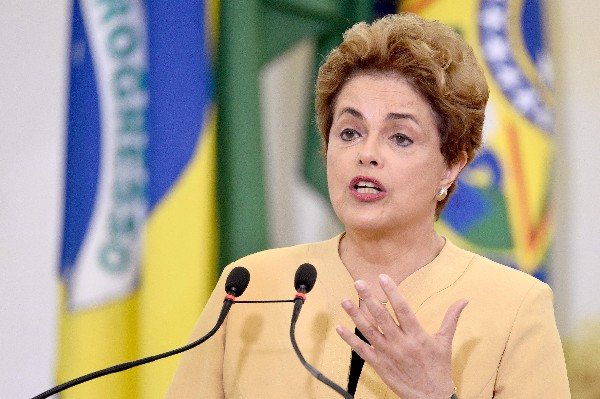 Senado brasileño apruebaen someter a Dilma Rousseff a un juicio de destitución. (Foto Prensa Libre:AFP).