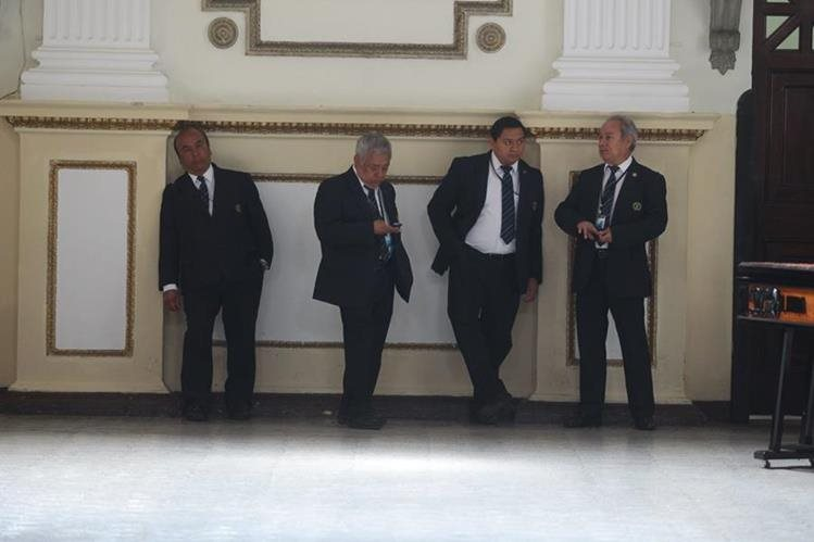 Congreso está inmerso en el mal uso de las plazas otorgadas por diputados y directivos. (Foto Prensa Libre: Alvaro Interiano)