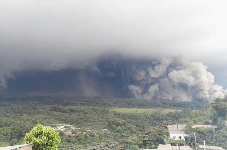 Según la CONRED esta es la segunda erupción del Volcán de Fuego durante el 2018. El coloso es uno de los más activos de Guatemala.