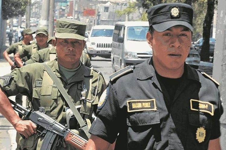 El Ejército apoya a la Policía Nacional Civil en tareas de seguridad ciudadana desde hace varios años. (Foto Prensa Libre: HemerotecaPL)