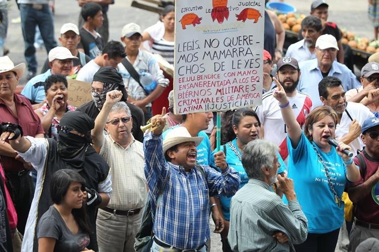 Campesinos de Codeca en la última protesta, frente al Palacio Nacional de la Cultura el pasado 6 de agosto, exigiendo la renuncia del Presidente. (Foto Prensa Libre: Hemeroteca PL)