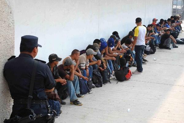 CUANDO SON  capturados en el sur de México, los migrantes son trasladados a una estación migratoria para ser deportados.
