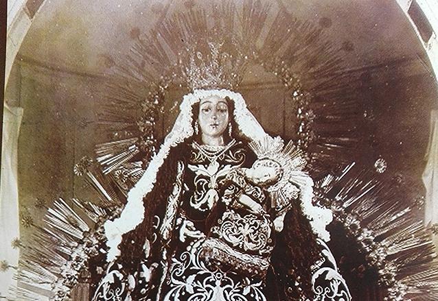 La corona de la virgen del rosario la virgen del rosario portando la corona a finales del siglo xix foto altavistaventures Choice Image
