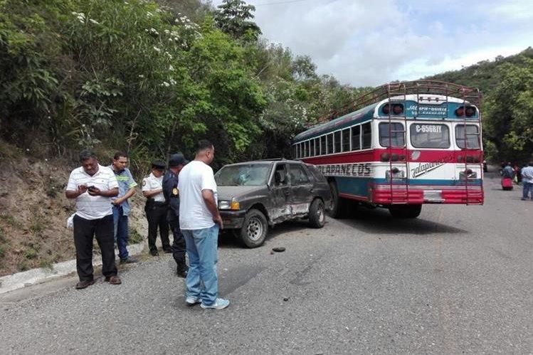 El accidente se produjo en el kilómetro 50 de la ruta al Atlántico. (Foto Prensa Libre: Hugo Oliva)