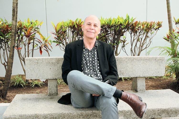 David Unger, escritor guatemalteco, reflexiona sobre el Caso Rosenberg en su libro. (Foto Prensa Libre: Ángel Elías)