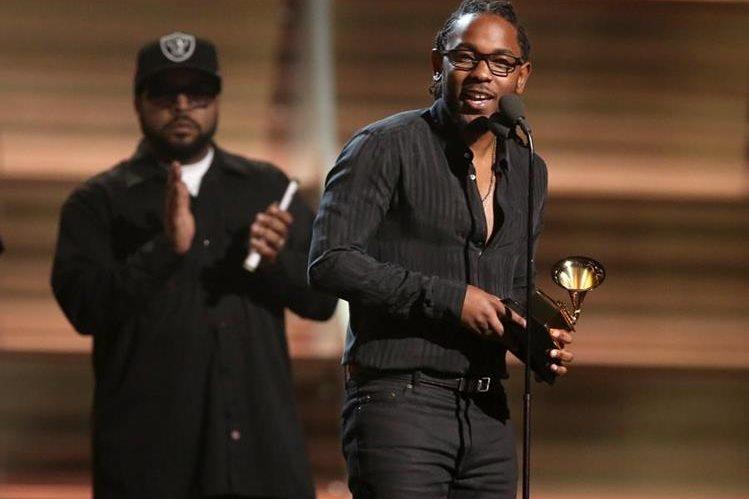 El rapero Kendrick Lamar gana cinco Grammy. (Foto Prensa Libre: AFP)