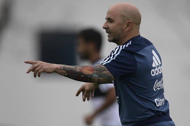 Jorge Sampaoli enfrenta su primer gran desafío al frente de la selección de Argentina. (Foto Prensa Libre: AFP).
