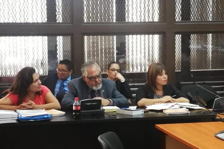 Roxana Baldetti escucha al juez Miguel Ángel Gálvez y consigue por tercera ocasión retrasar la audiencia.  (Foto Prensa Libre: Juan Diego González)