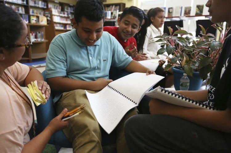 Ervin Rivera es uno de los alumnos de sexto grado que escribió su historia como niño inmigrante en EE. UU.