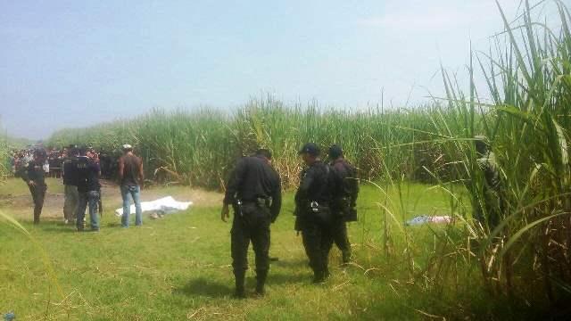 La Policía Nacional Civil (PNC) dio a conocer que dos de las víctimas tiene antecedentes penales. (Foto Prensa Libre: Carlos Paredes)