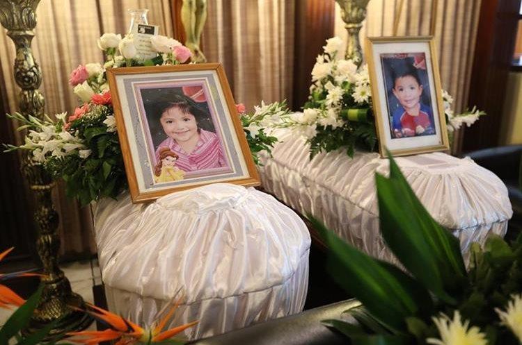 Los hermanitos Diego y Jennifer Sam Navarro, quienes murieron en el percance. (Foto Prensa Libre: Érick Ávila)