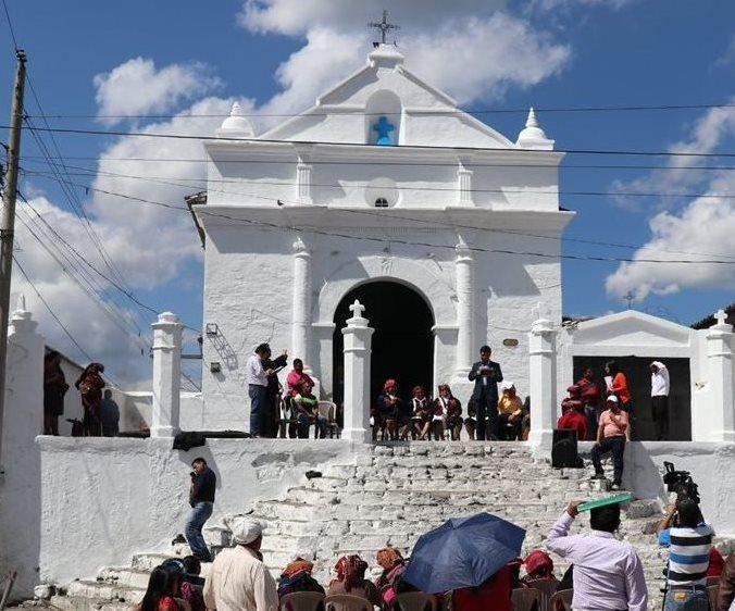 El acto público se llevó a cabo en el atrio del Calvario de Chichicastenango. (Foto Prensa Libre: Héctor Cordero)