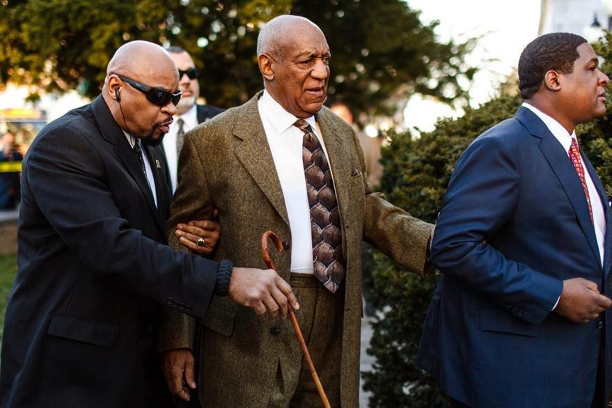 La seguridad de Bill Cosby no se apartó del actor. (Foto Prensa Libre: AP)