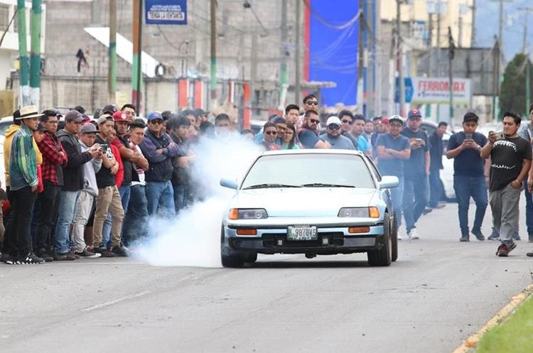 Los corredores mostraron sus habilidades frente al volante en busca de los primeros lugares en las distintas categorías. (Fotos Prensa Libre: Raúl Juárez)