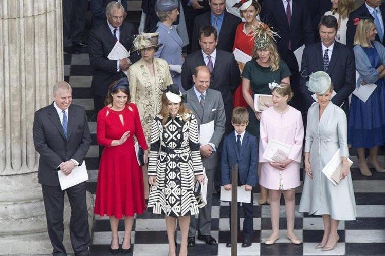 Familia Real celebra los 90 años de la reina Isabel. (Foto Prensa Libre: EFE)