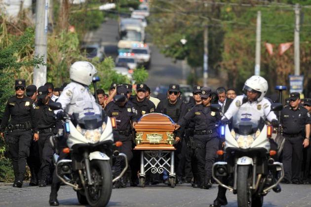 Escala de violencia en El Salvador aumenta por guerra entre pandillas y policías.