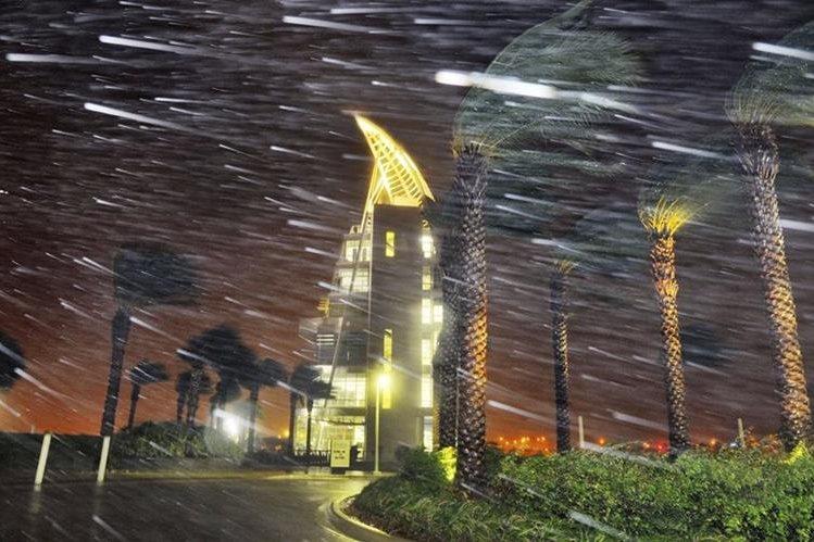 Huracán Matthew azota fuerte en Cabo Cañaveral. (Foto Prensa Libre: AP)