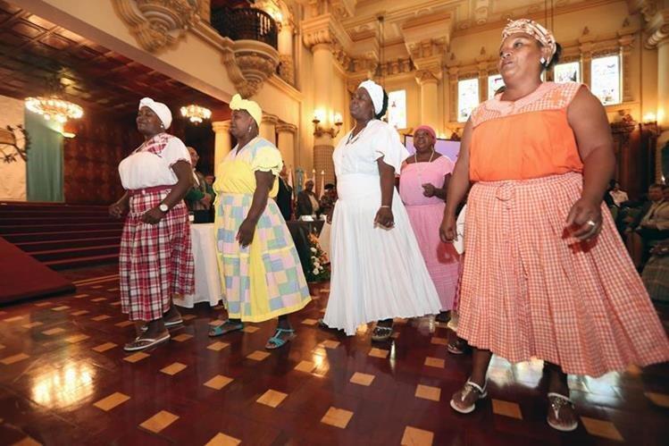 En una actividad en el Palacio Nacional de la Cultura, fue lanzado el plan a favor de los afrodescendientes. (Foto Prensa Libre: SCSPR)