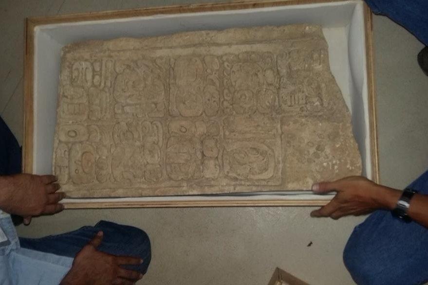 Las piezas arqueolófgicas serán resguardadas en el Museo Nacional de El Salvador, dijo la fiscalía. (Foto Prensa Libre: FGR_SV)
