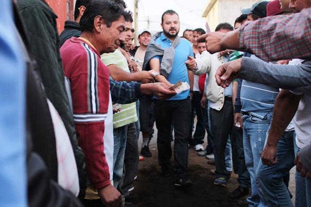El juego de taba es una atracción en San Marcos. (Foto Prensa Libre: Aroldo Marroquín)