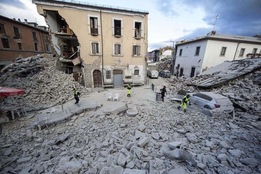 Una de las áreas más emblemáticas de Amatrice, ahora reducida a escombros. (Foto Prensa Libre: AP).