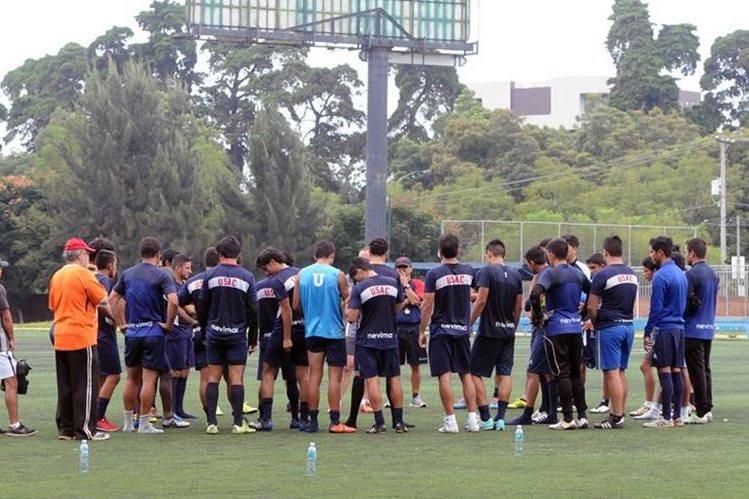 Los universitarios entrenaron en el club Los Arcos (Foto Prensa Libre: Marcela Morales)