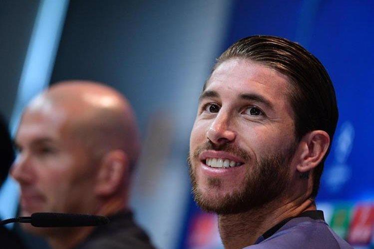 Sergio Ramos durante la conferencia de prensa de este martes en el previo del juego contra el Atlético de Madrid. (Foto Prensa Libre:AFP)
