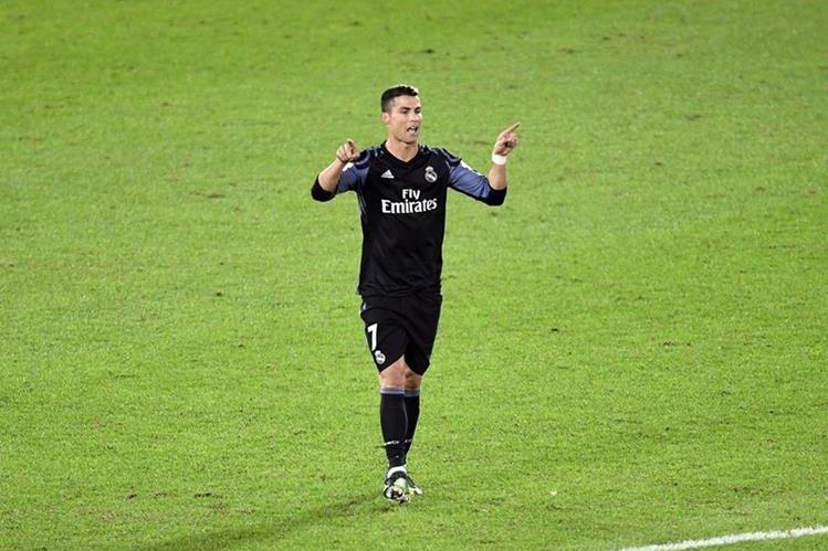 Cristiano Ronaldo muestra su alegría después de marcar el 2-0 durante el partido de semifinales del Mundial de clubes. (Foto Prensa Libre: EFE)