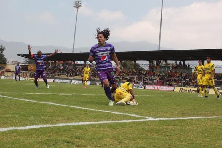 Antigua celebró los tres puntos en condición de visitante. (Foto Prensa Libre: Aroldo Marroquín)