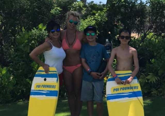 Britney Spears viste un bikini y luce su cuerpo, en Hawái (Foto Prensa Libre: Instagram).
