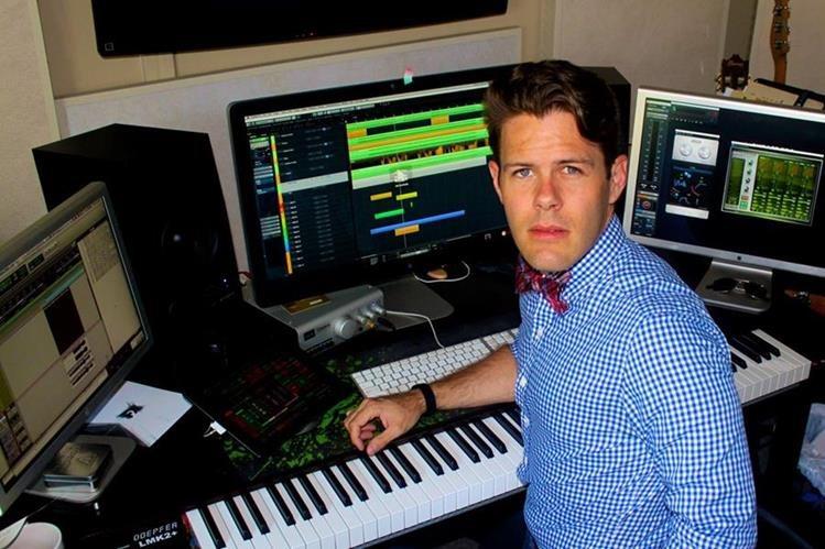 Pieter Schlosser podría aspirar a un Emmy por crear música para la comedia You, Me and the Apocalypse. También trabaja en la música de algunos filmes para el 2017. (Foto Prensa Libre: cortesía Pieter Schlosser).