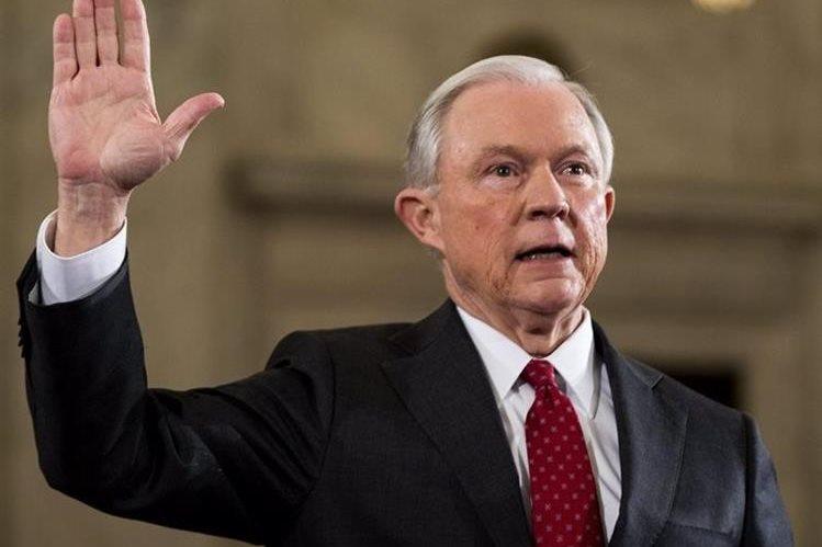 El senador republicano por Alabama, Jeff Sessions, confirmado el miércoles como secretario de Justicia. (Foto Prensa Libre: EFE).