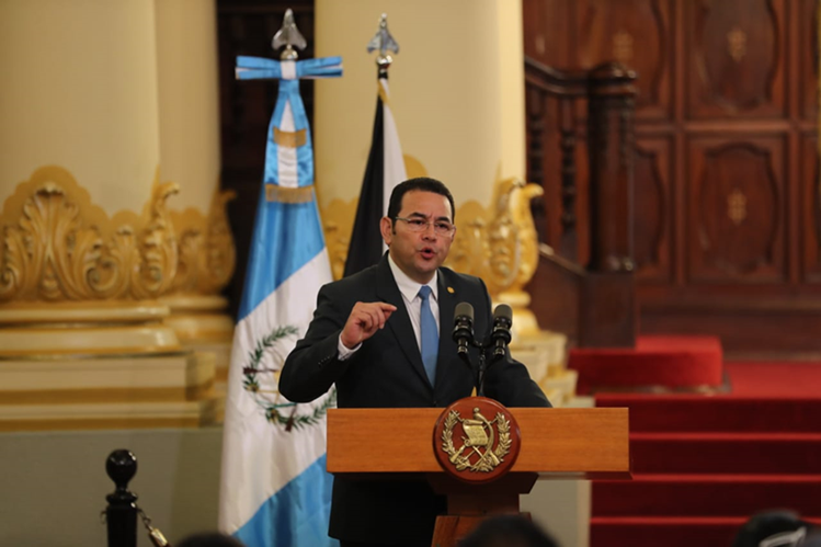 El mandatario Jimmy Morales habla durante la presentación del Programa de Innovación Educativa con Pertinencia Cultural y Lingüística, que se llevó a cabo en el Palacio Nacional de la Cultura. (Foto Prensa Libre: Érick Ávila)