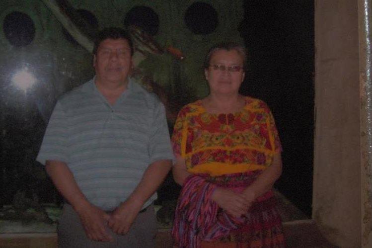 Santiago Mateo Yac y su esposa Matilde Pixabaj murieron en el accidente. (Foto Prensa Libre: Ángel Julajuj).