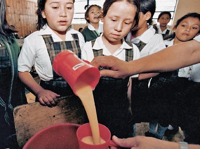 En muchas escuelas de la provincia los escolares todavía no reciben refacción escolar. (Foto Prensa Libre: Hemeroteca PL)