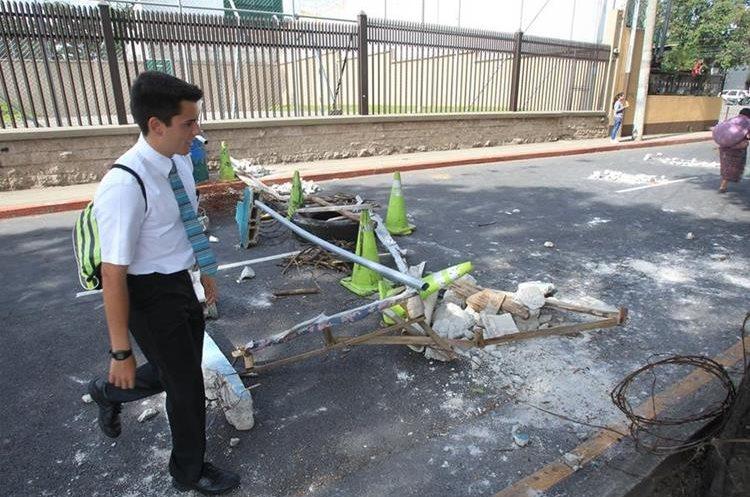 Un tramo bloqueado en los alrededores de la colonia Eureka. (Foto Prensa Libre: Estuardo Paredes)