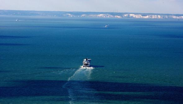 La distancia en línea recta para cruzar el Canal de la Mancha es de 34 kilómetros.