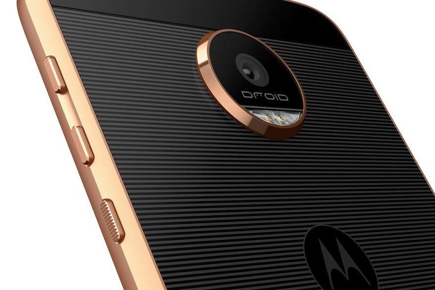 El Moto Z Force tiene una pantalla que no se raya si el teléfono se cae. (Foto Prensa Libre: Motorola).