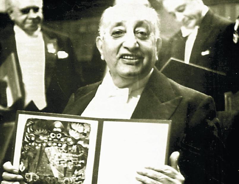 El 19 de octubre de 1967 se le designó el Nobel de Literatura a Asturias, el cual recibió el 10 de diciembre de ese año.