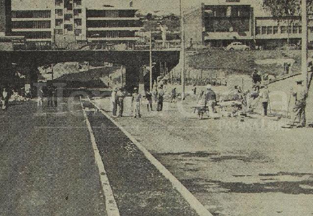 Foto del 14 de enero de 1971 / Las obras del viaducto ya iban avanzadas. (Foto: Hemeroteca PL)