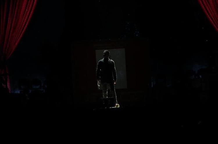 Ricardo Arjona aparece en escena