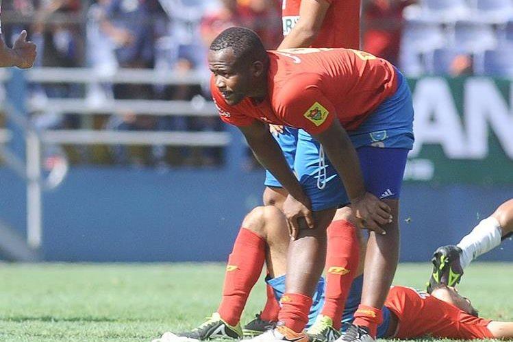 Darwin Oliva participó con los rojos durante la final del torneo Apertura 2016. (Foto Prensa Libre).