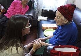 Brenda Donis no dejó pasar la oportunidad de participar en la iniciativa. (Foto Prensa Libre: Luis Velásquez)