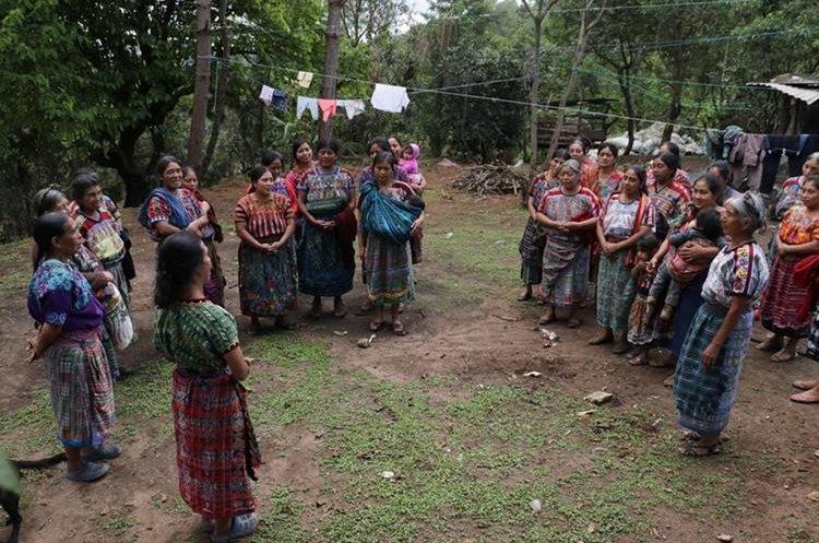 Parte del Comité Promejoramiento de Viudas Nuevo Amanecer de Saquitacaj, San José Poaquil. (Foto Prensa Libre).