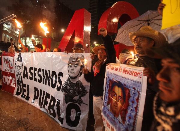 Los manifestantes recordaron el lunes a las víctimas de los disturbios de Nochixtlán. (Foto Prensa Libre:EFE).