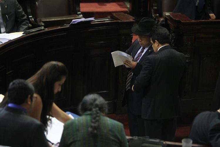 Amílcar Pop, diputado de Winaq, prsentó la iniciativa para penalizar a quien no llegue a las citaciones del Congreso. (Foto Prensa Libre: Esbin García)