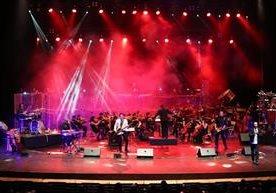 La banda guatemalteca dio un show en el Teatro Nacional.