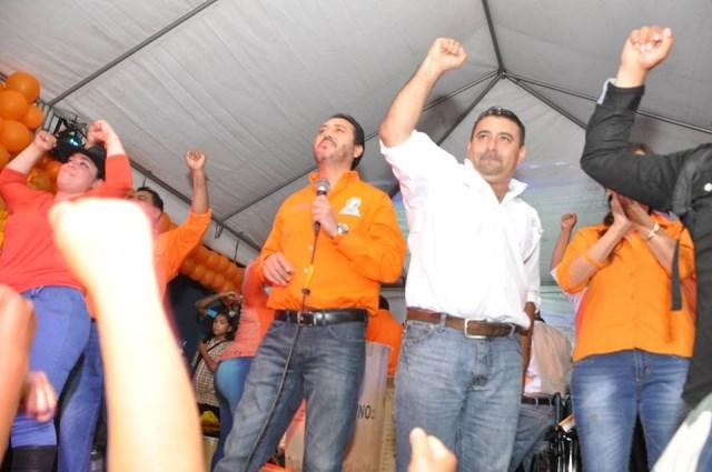 Morales junto al actual diputado Gudy Rivera, a quien el TSE le negó una diputación para la próxima legislatura. (Foto Prensa Libre: Facebook)