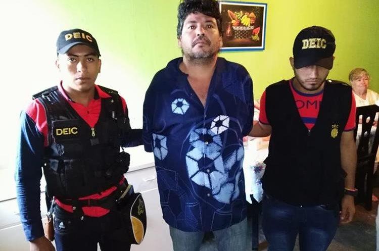 Mynor René Medrano Pineda en el momento de su captura sindicado de asesinato de una joven. (Foto Prensa Libre: Estuardo Paredes)